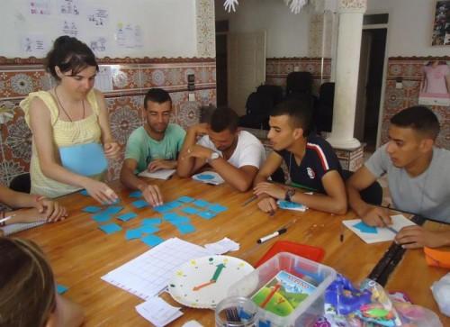 Marian con un grupo de jóvenes marroquís