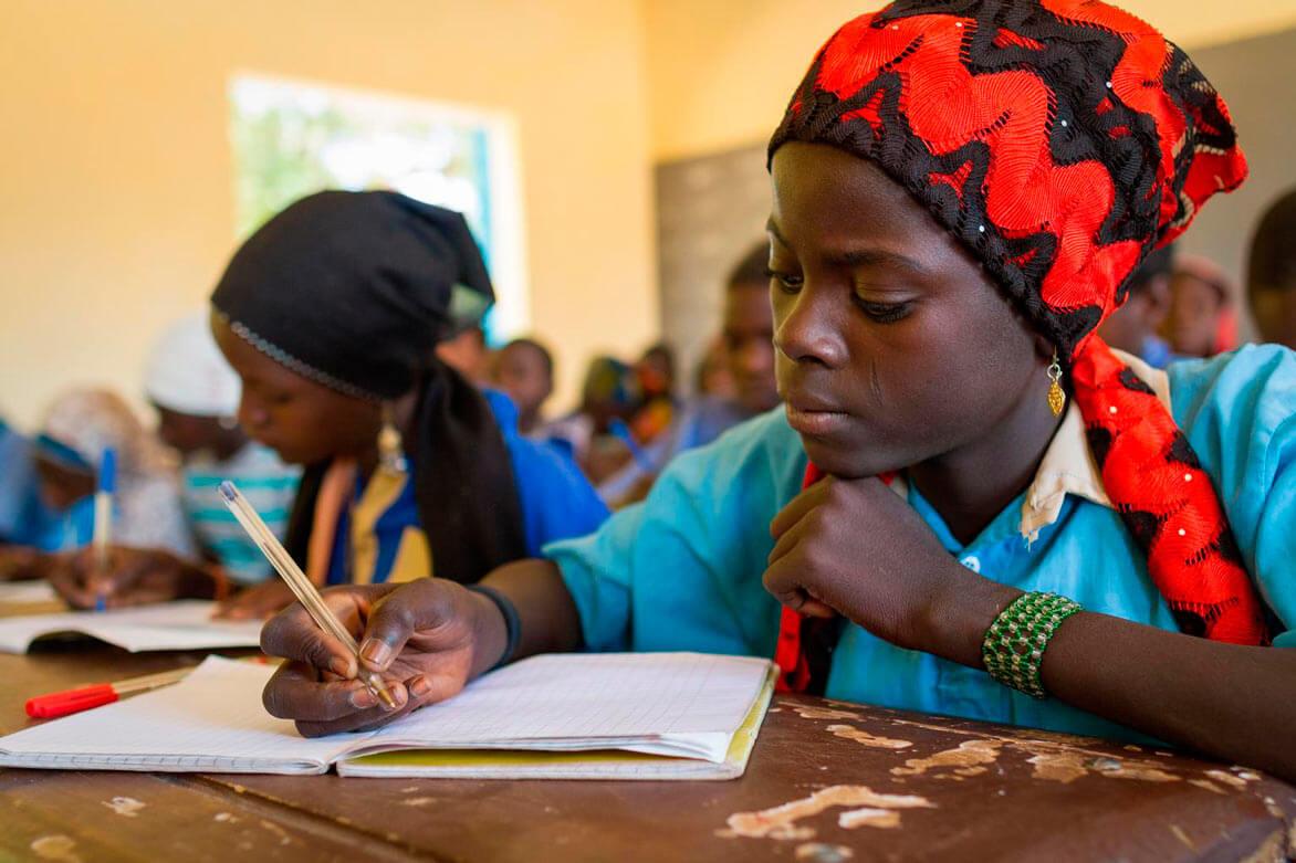 NIÑOS EN LA ESCUELA MISIONEROS DE ÁFRICA